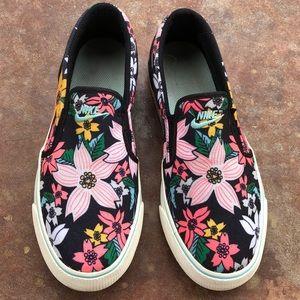 🌸Nike Slip-on Sneakers 🌺